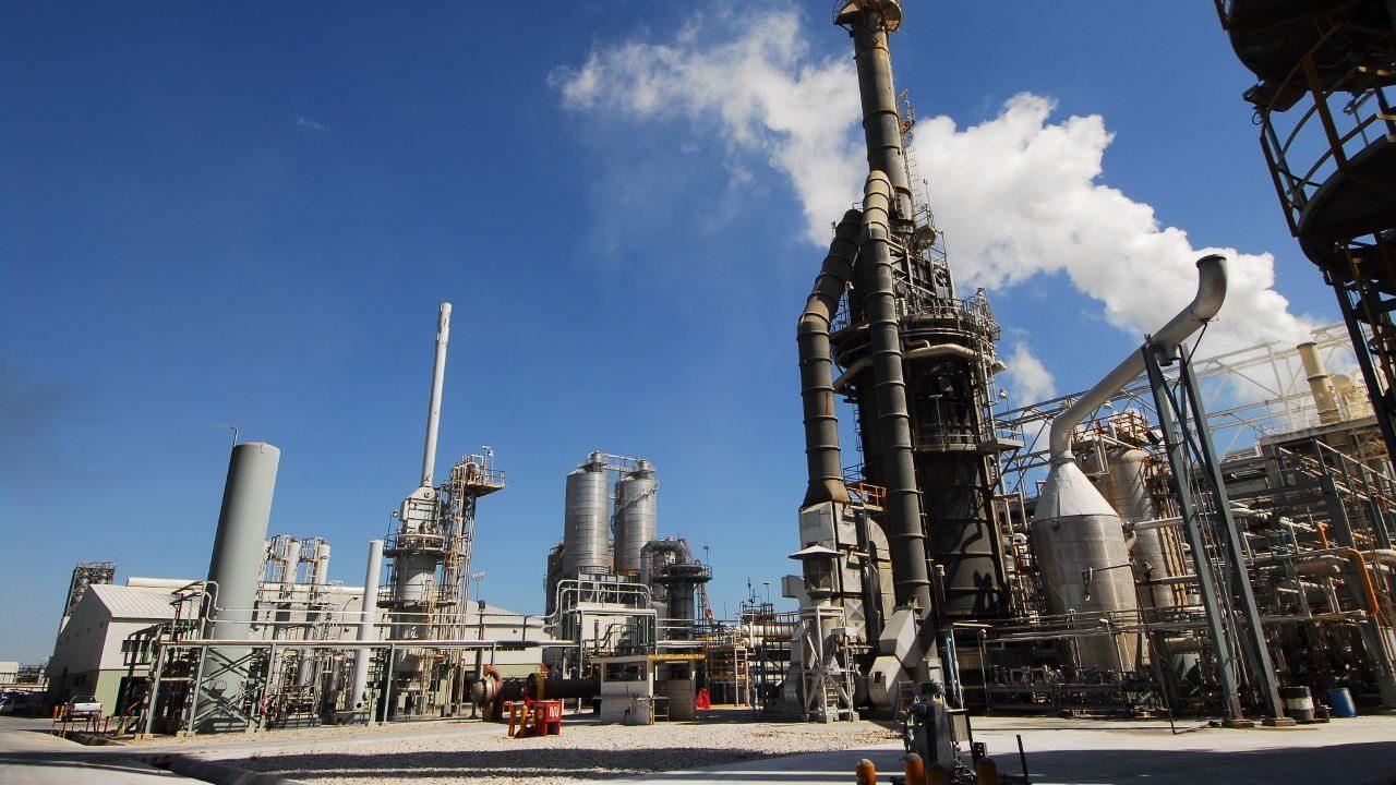 Alpek retrasa venta de plantas de cogeneración de energía