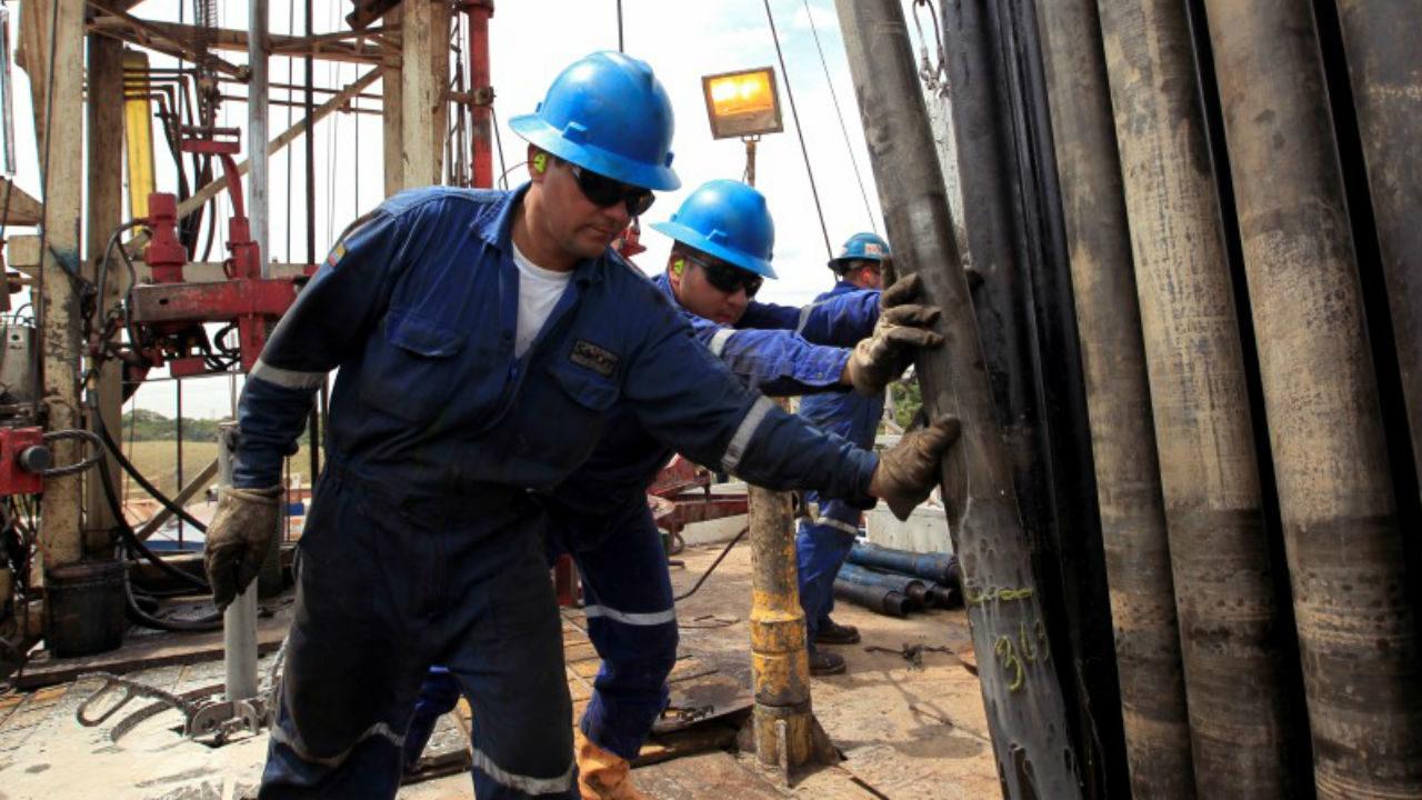 Sindicato petrolero emplaza a huelga; no hay acuerdo para contrato colectivo