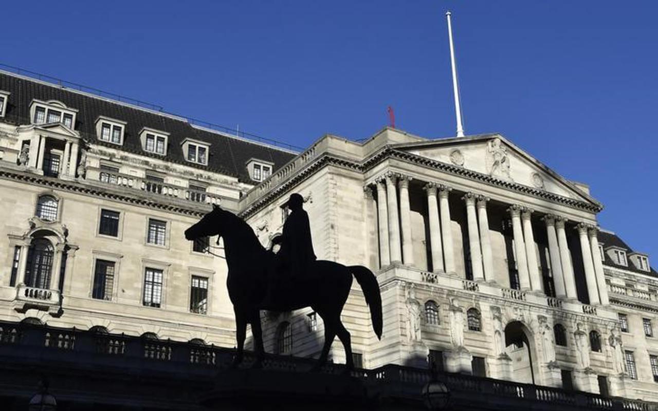 Banco de Inglaterra, unánime en mantener tasas bajas