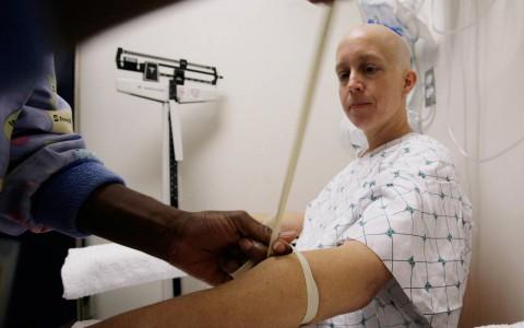 Se detectan 1.38 millones de casos de cáncer de mama al año