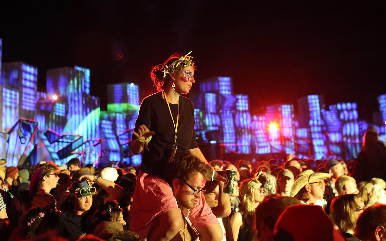 Hábitos musicales de los millennials ponen en riesgo sus oídos: OMS