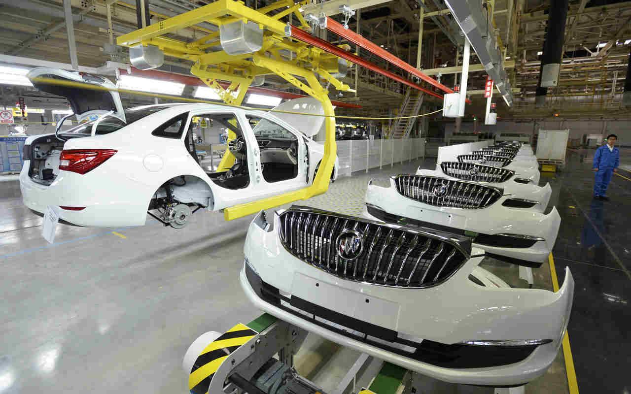 Producción de autos crece 0.3% en abril: AMIA