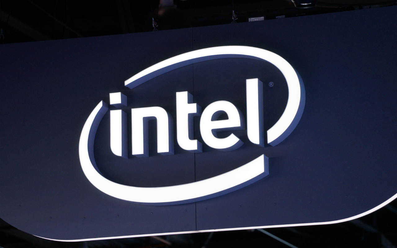 Acciones de Intel caen 6% por atraso de su nueva tecnología de chip