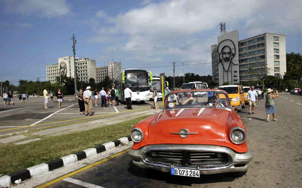 Legisladores de eu buscan aminorar restricciones al for Cuba motors el paso