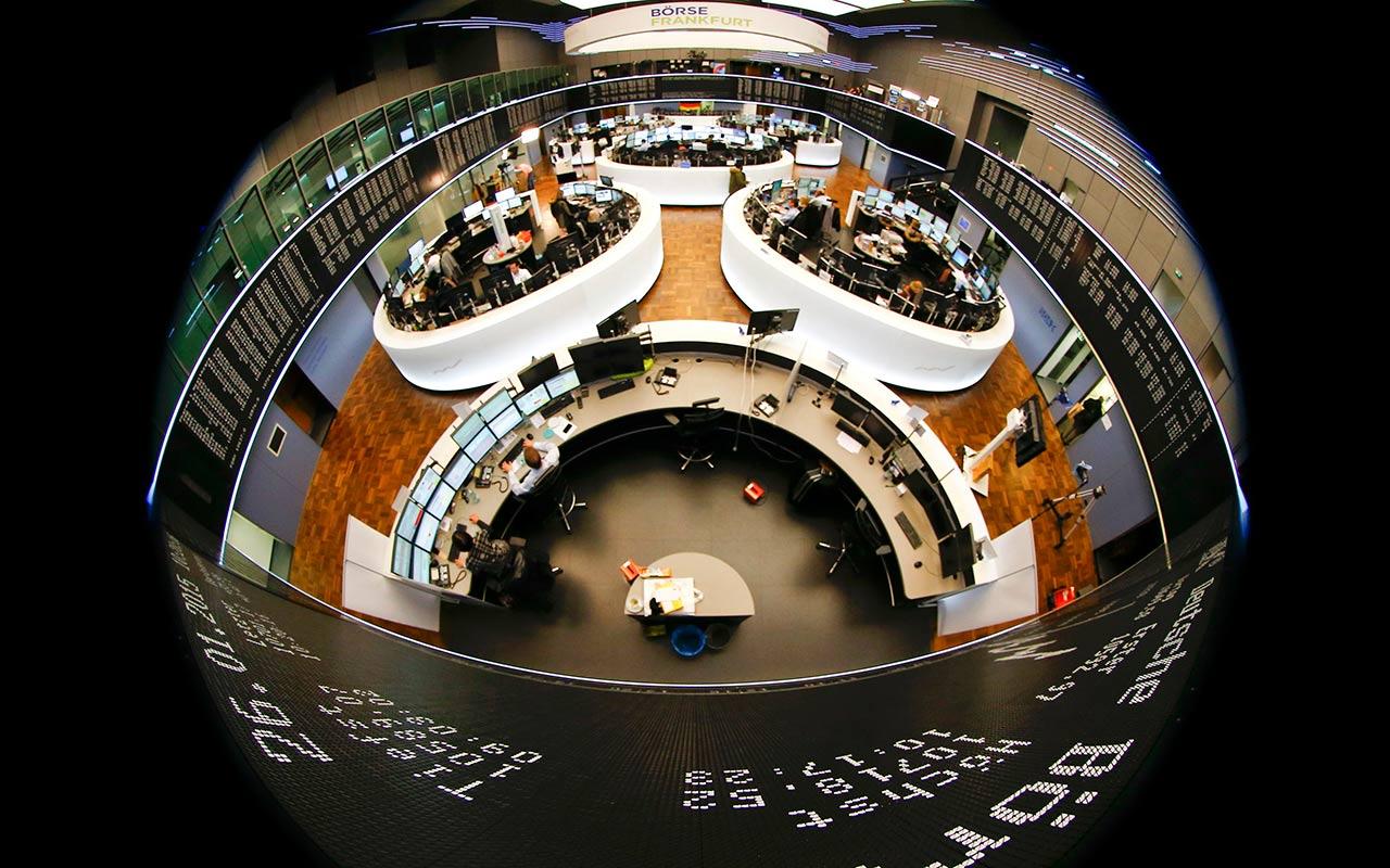 Mercados europeos cierran a la baja por resultados corporativos