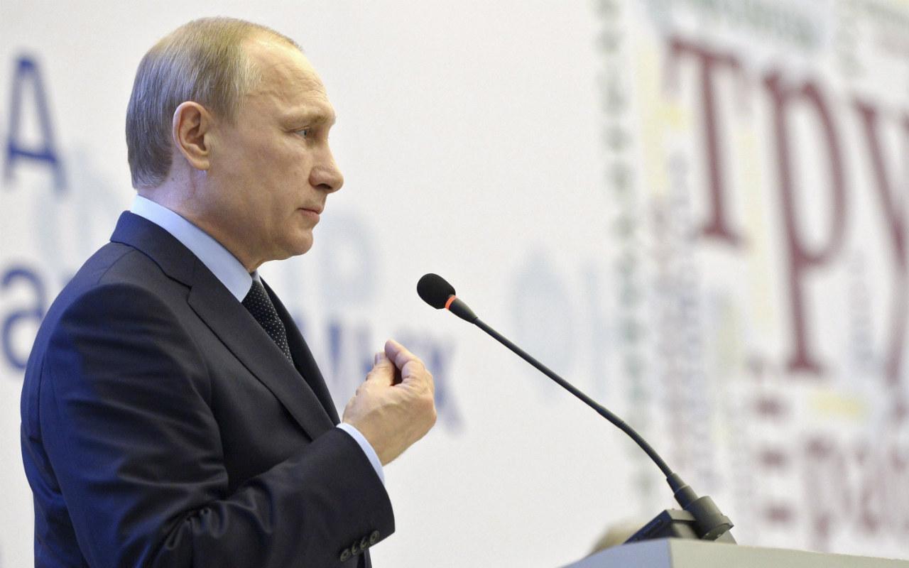 Rusia mantiene compromiso para reducir oferta petrolera global