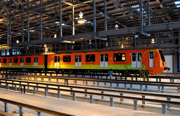 """El otro """"dolor de cabeza"""": los trenes y la vía de la L12"""