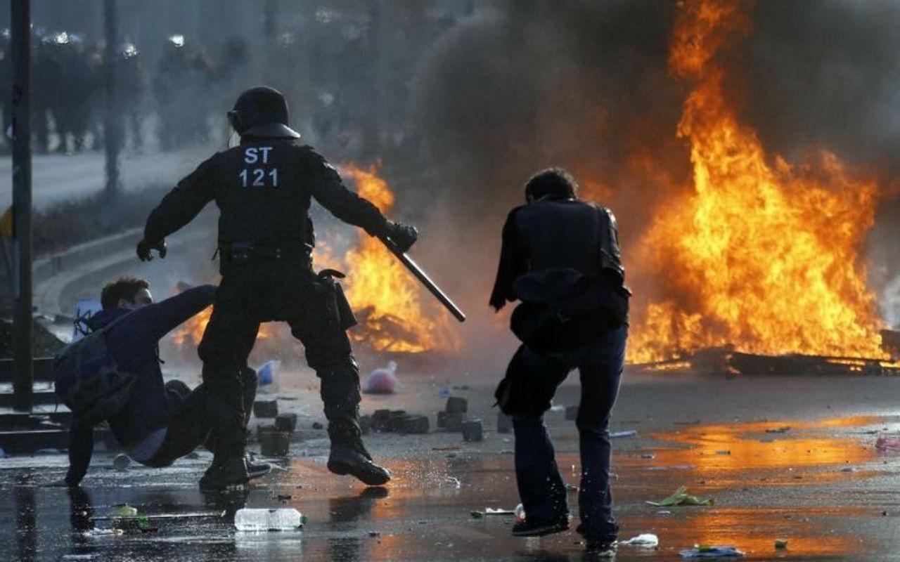 Manifestantes y policía se enfrentan en nueva sede del BCE