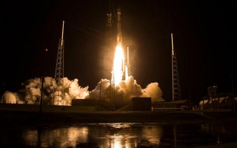 NASA lanza satélites para estudiar campos magnéticos de la Tierra