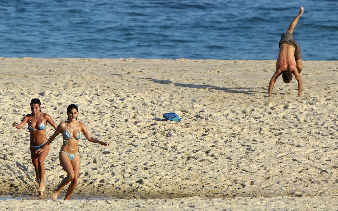 Limpian playas de Acapulco tras advertencia de Cofepris