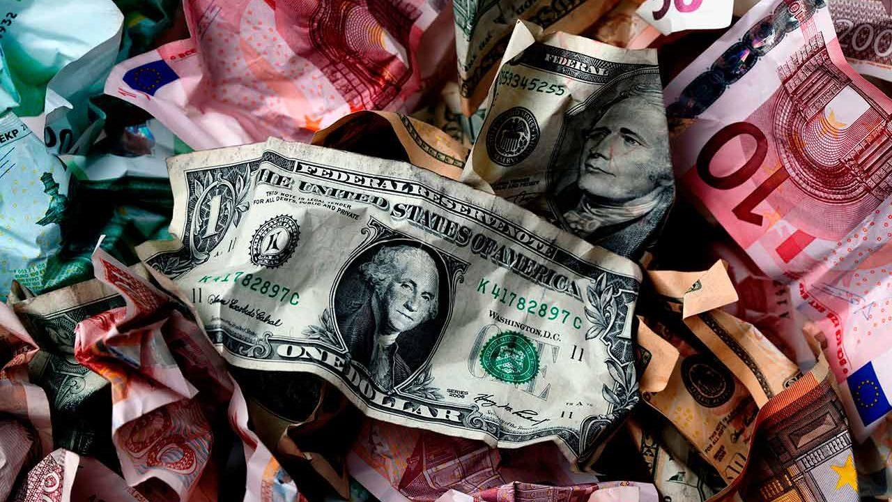 Dólar tropieza por cautela de inversionistas