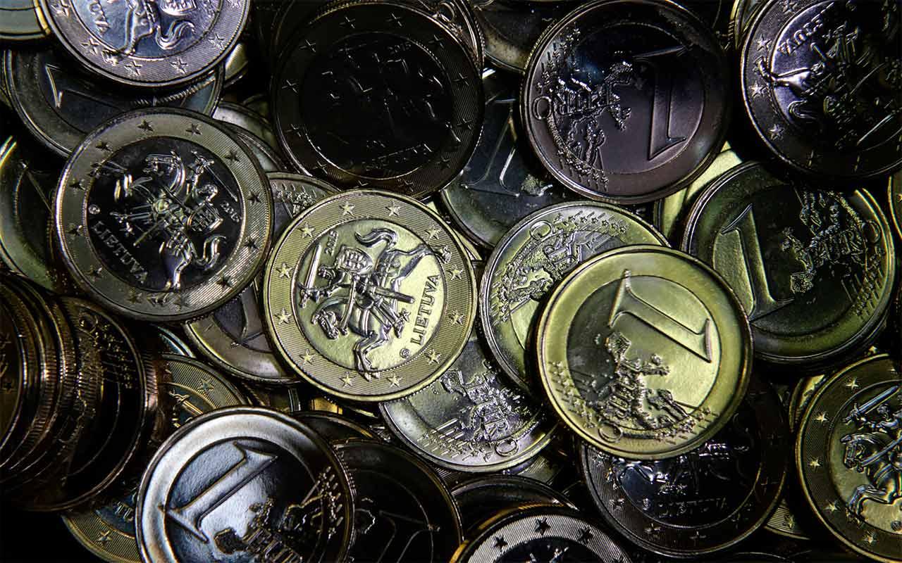 Euro y libra repuntan por el Brexit y presupuesto de Italia