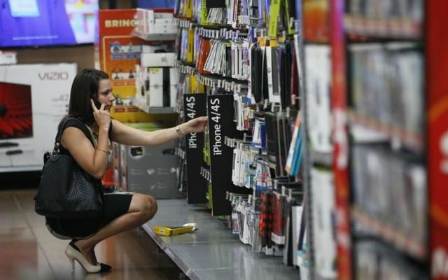 Cae 1.8% tasa anual de la confianza del consumidor