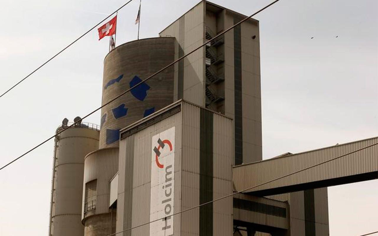 Holcim pide frenar acuerdo de fusión con Lafarge