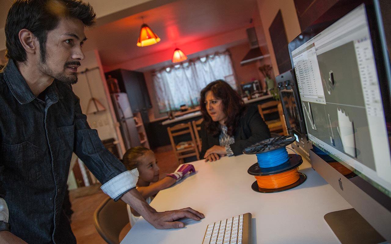 Arturo Zamora, Andrea y Marisela Sifuentes en las oficinas del Estudio Huella Cero. Foto: Julio Hernández.