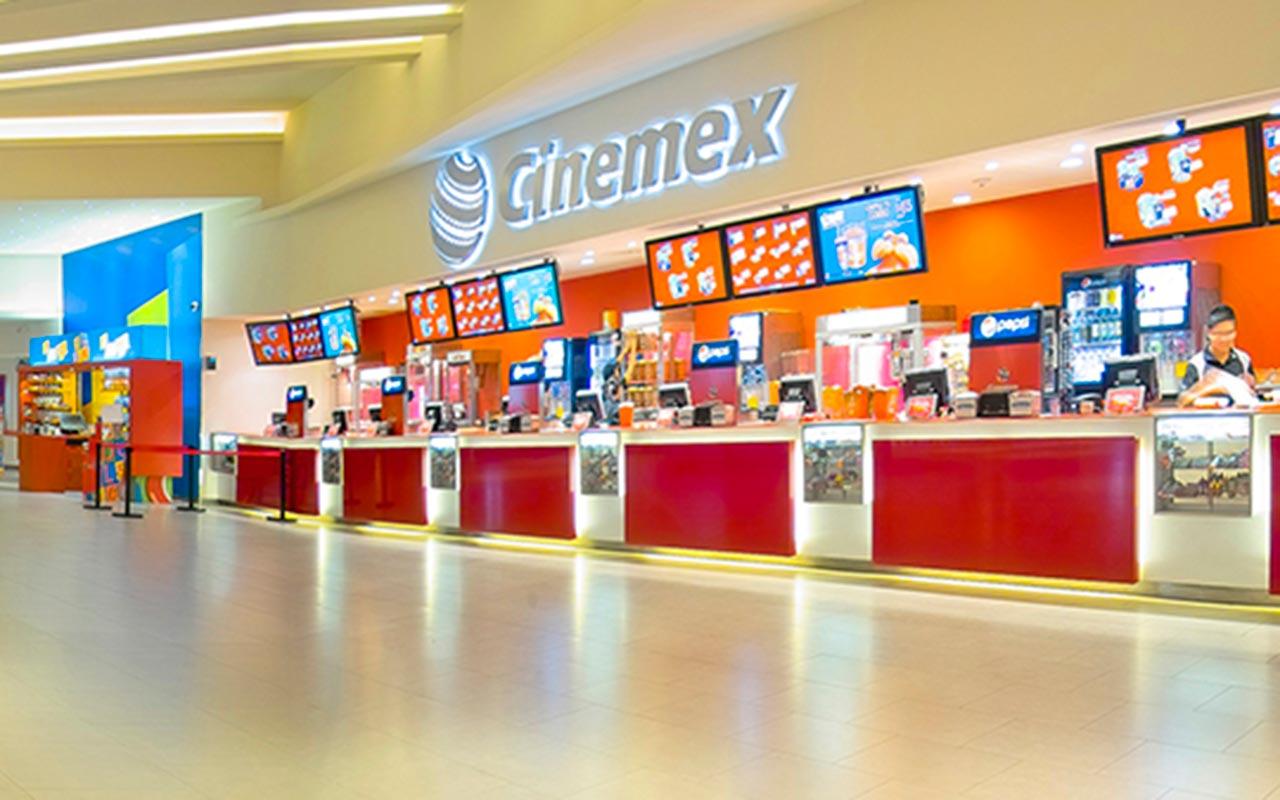 Bomba casera explota en Cinemex Aragón; empleado sufre daño