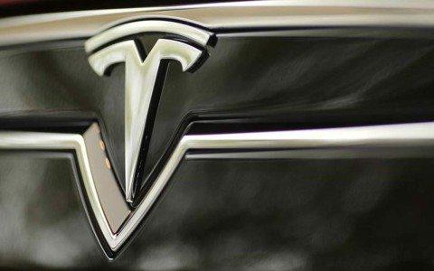 Muere conductor de un Tesla al usar el piloto automático
