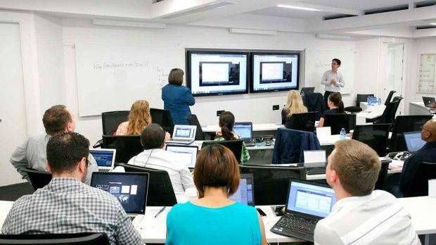 IBM y la UDG pactan modelo tecnológico para preparatorias