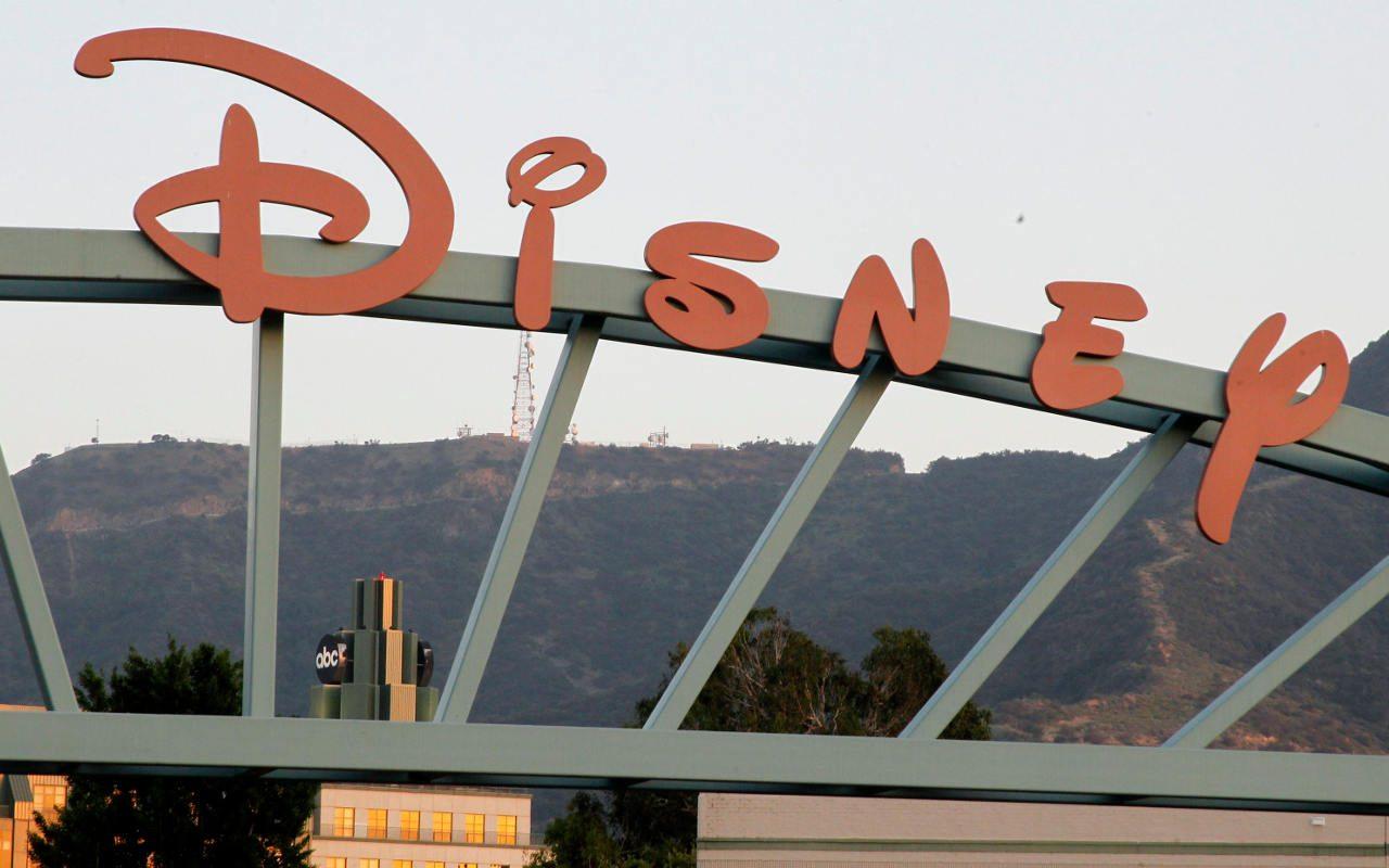 Parques de diversiones impulsan ingresos de Disney