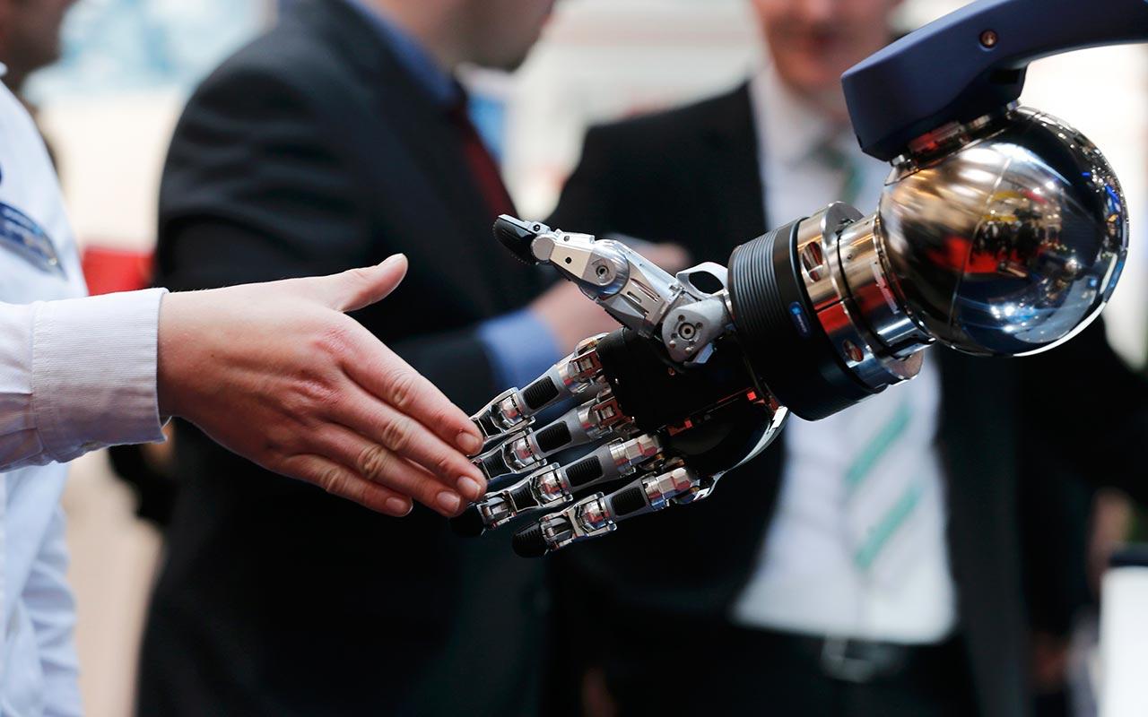 """""""Los robots van a colaborar con los humanos, no a reemplazarlos"""""""