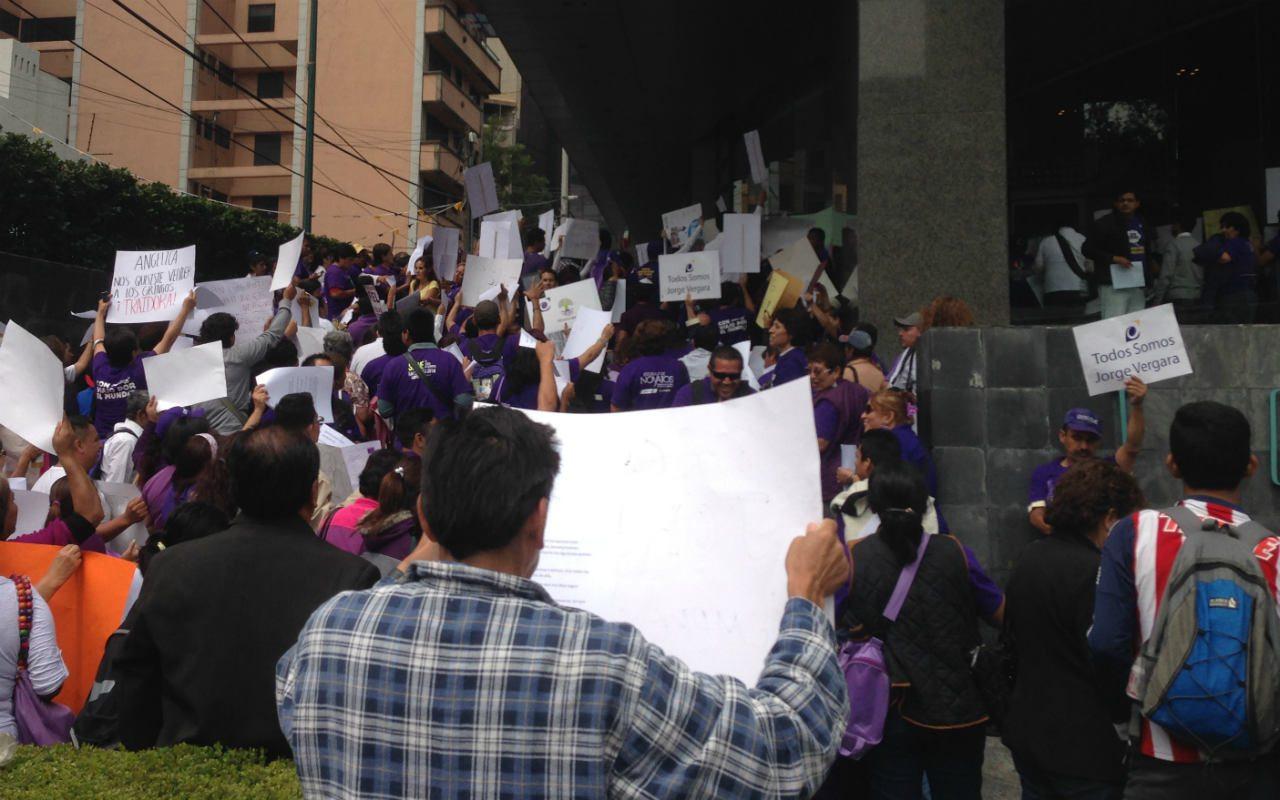 Distribuidores de Grupo Omnilife se manifiestan contra Angélica Fuentes