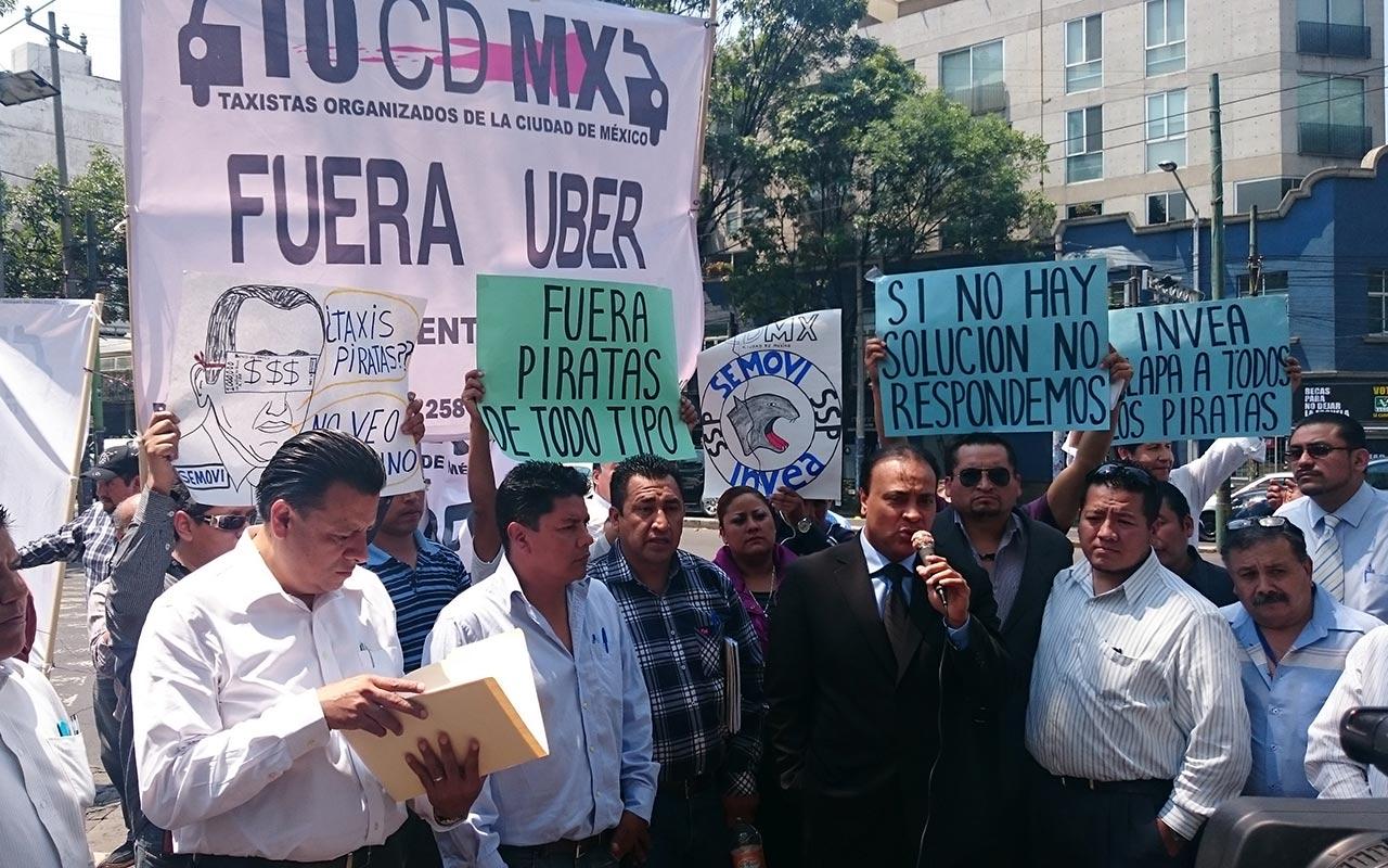 Taxistas 'cierran' CDMX; protestan contra aplicaciones de movilidad