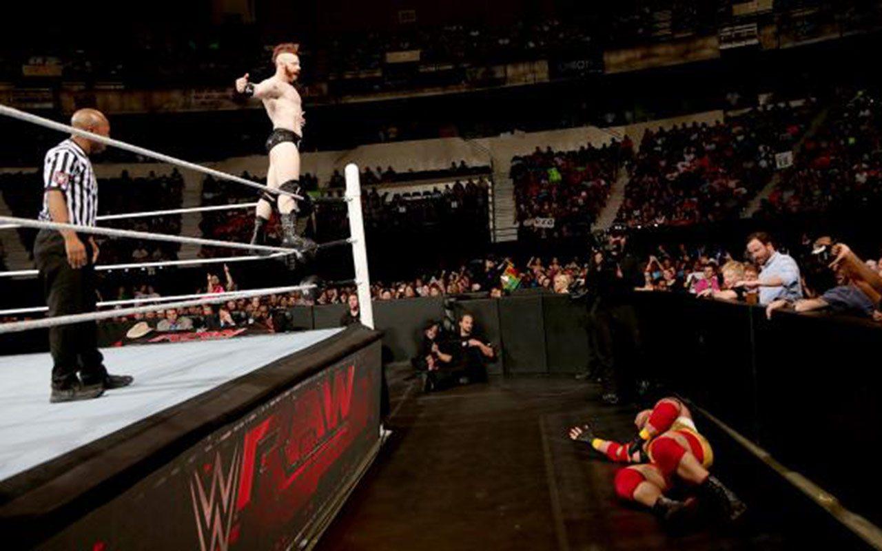 Crisis por Covid-19 deja sin empleo a luchadores y productores de la WWE