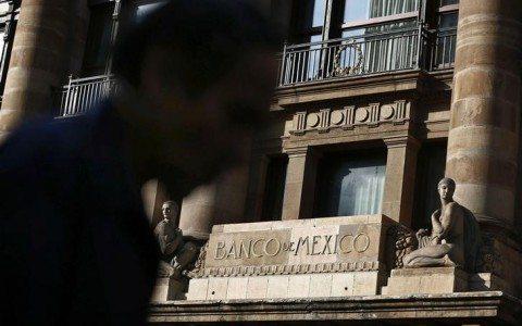 Banxico no descarta nueva intervención al mercado cambiario