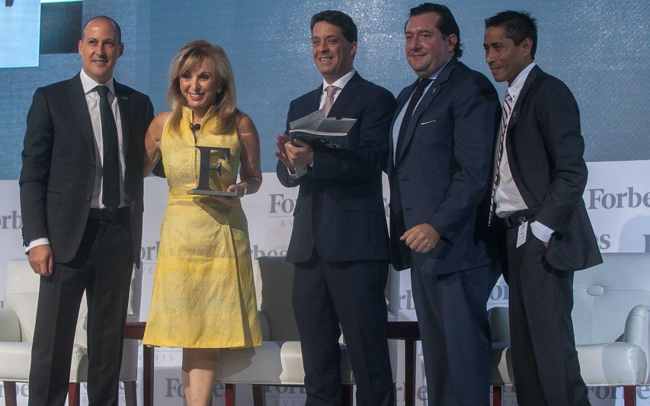 Blanca Treviño recibe Premio Forbes a la Excelencia Empresarial 2015