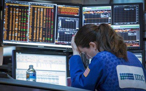Bolsas de México y EU inician con pérdidas por precios del petróleo