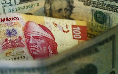 Peso sigue avanzando y gana 21 centavos al dólar