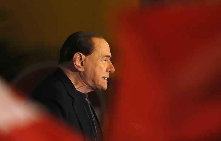 Berlusconi vende 48% del AC Milán a empresario tailandés
