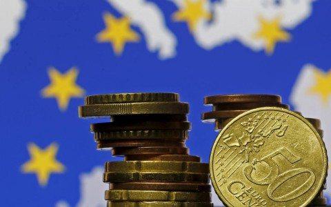 Crecimiento económico de la zona euro se redujo a la mitad