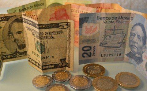 Peso se recupera; se vende en $18.50 el dólar en bancos