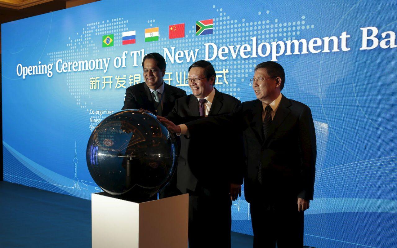 BRICS inauguran banco de desarrollo en China