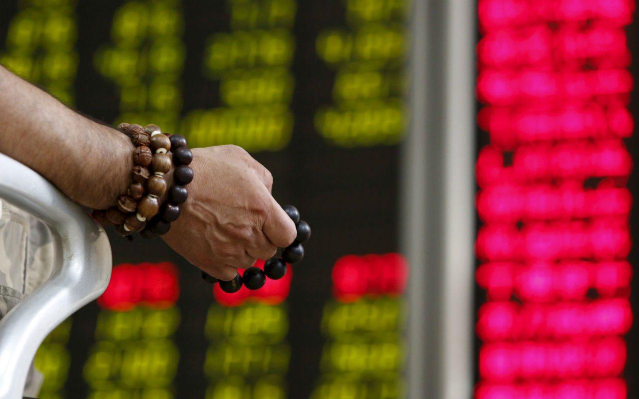 Temor por guerra comercial lleva a acciones chinas a mínimos en dos años