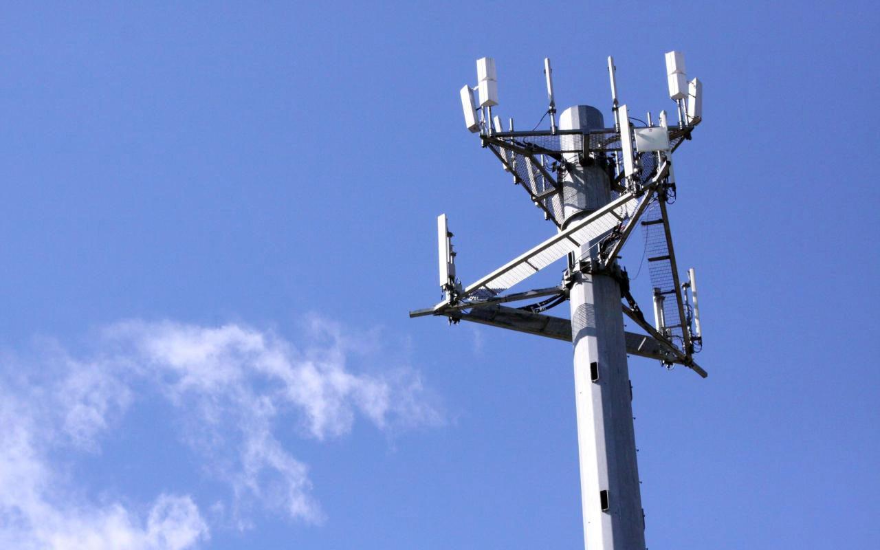 Operadores de telefonía ahorrarán 44,744 mdp con acceso a postes eléctricos
