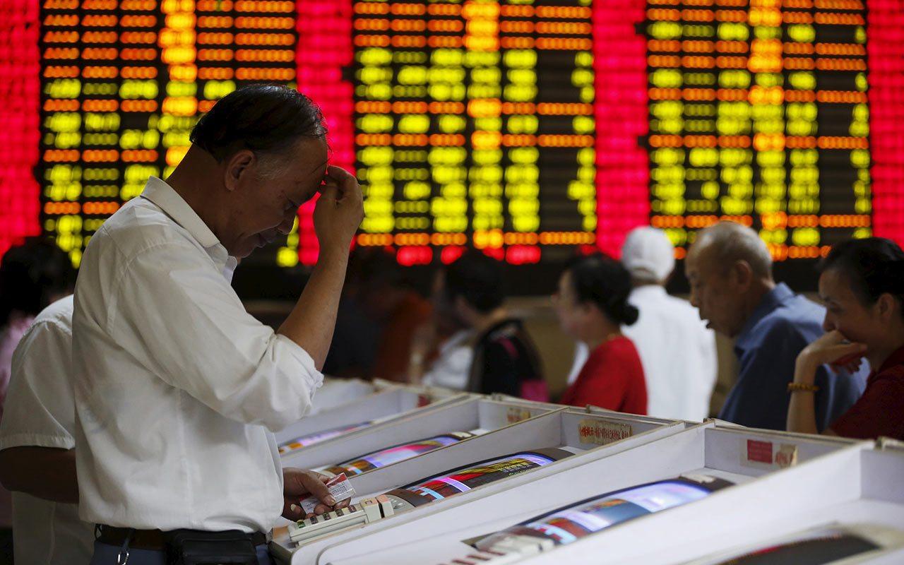 Nikkei sube a máximos de 1 mes; acciones chinas bajan por debilidad del yuan