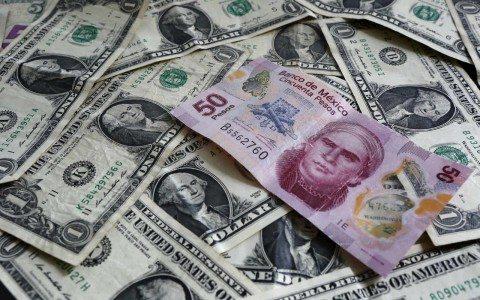 Peso sigue ganando terreno frente al dólar