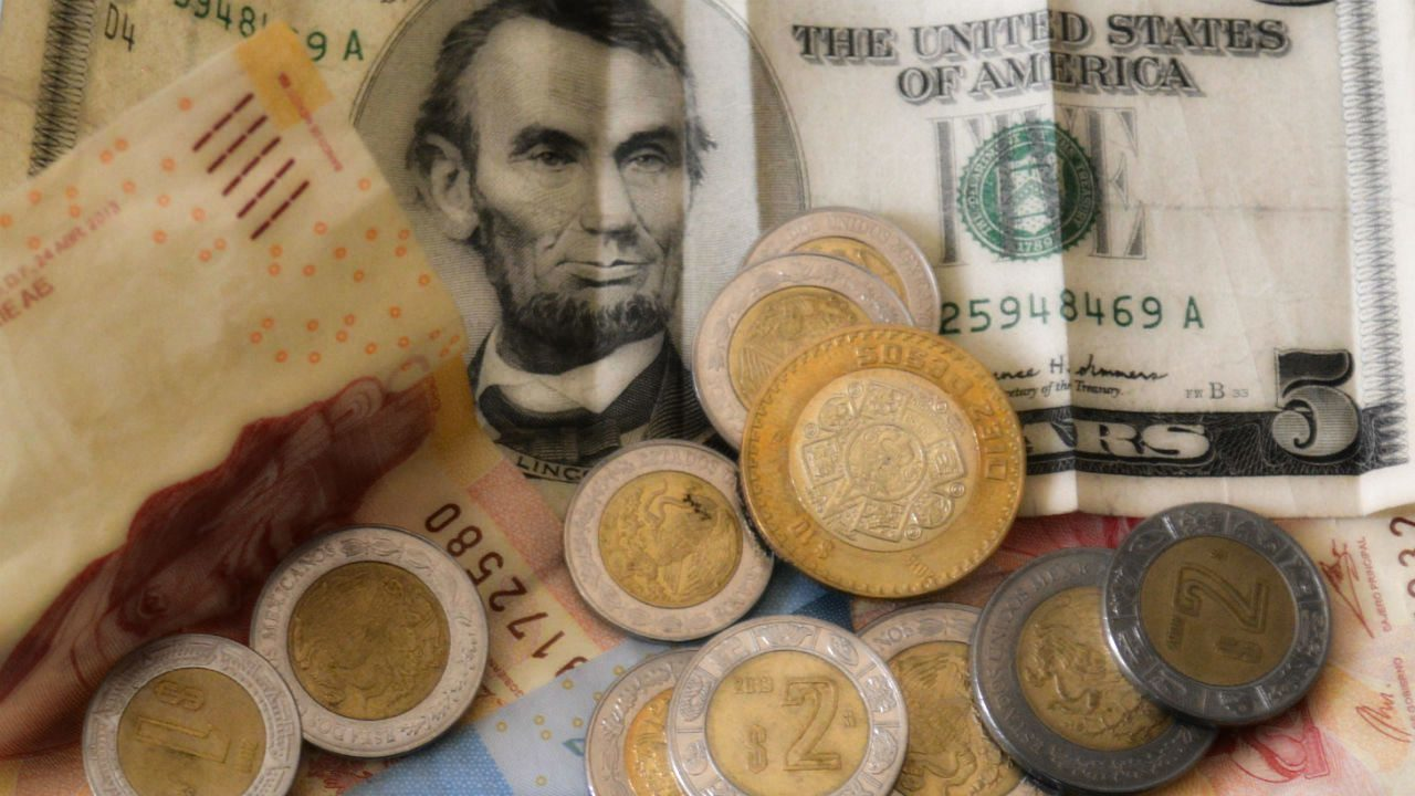 Inflación en México no cede: se acerca al 6%, prevé sondeo
