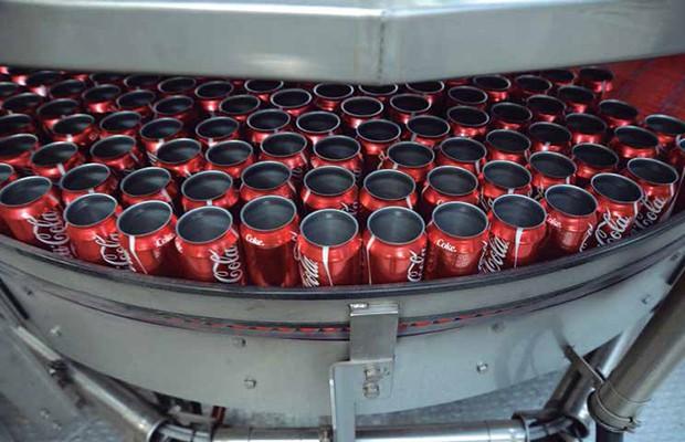 Latas de Coca-Cola. Foto: FEMSA.