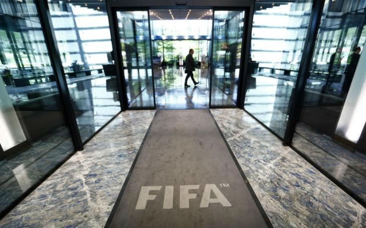 FIFA multa a México por cánticos ofensivos de fanáticos