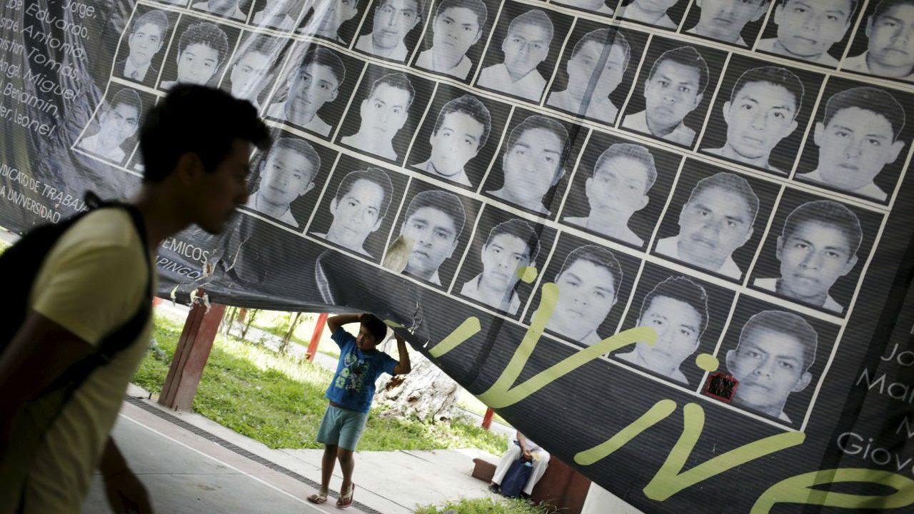 Prisión preventiva para ex policía por desaparición de los 43 normalistas de Ayotzinapa