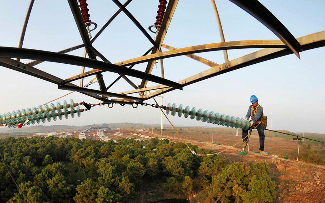 Electricistas tendrán aumento salarial de 3.1%