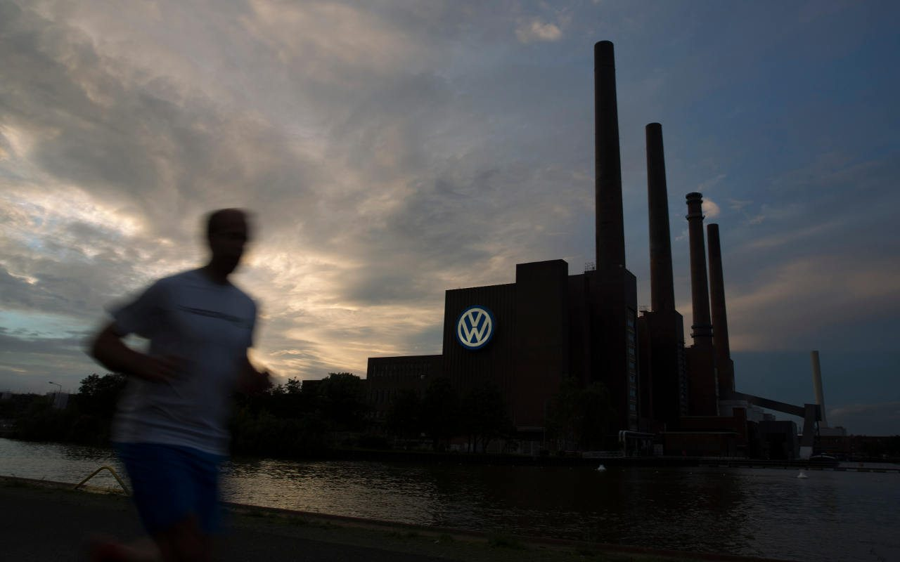 Juez de EU rechaza intento de VW de retrasar juicio por emisiones