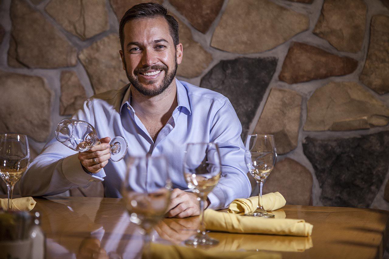 El 'mesero' que ahora  dirige un imperio restaurantero