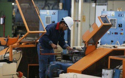 Actividad económica de México hila tres meses de crecimiento
