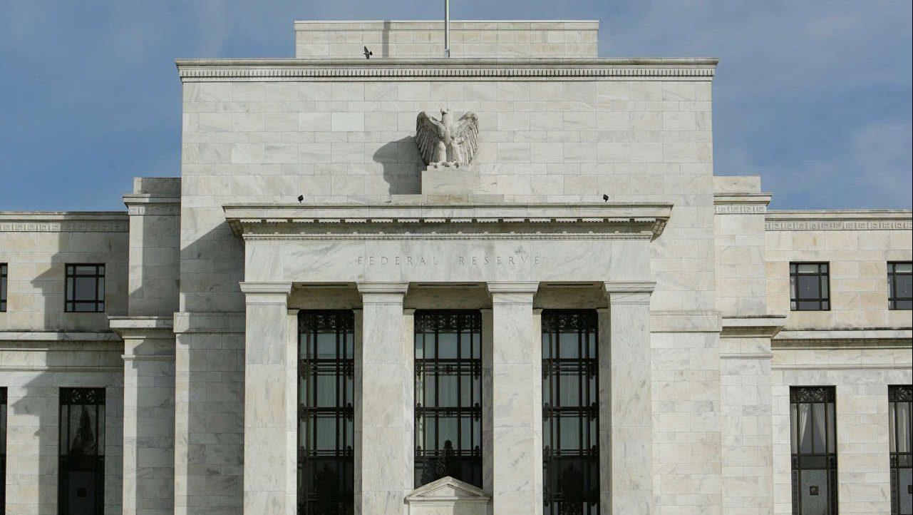 """Miembro de la Fed ve """"apropiadas"""" dos alzas de tasas este año"""