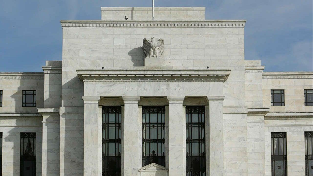 Minutas de la Fed prevén ajuste a tasas en el corto plazo