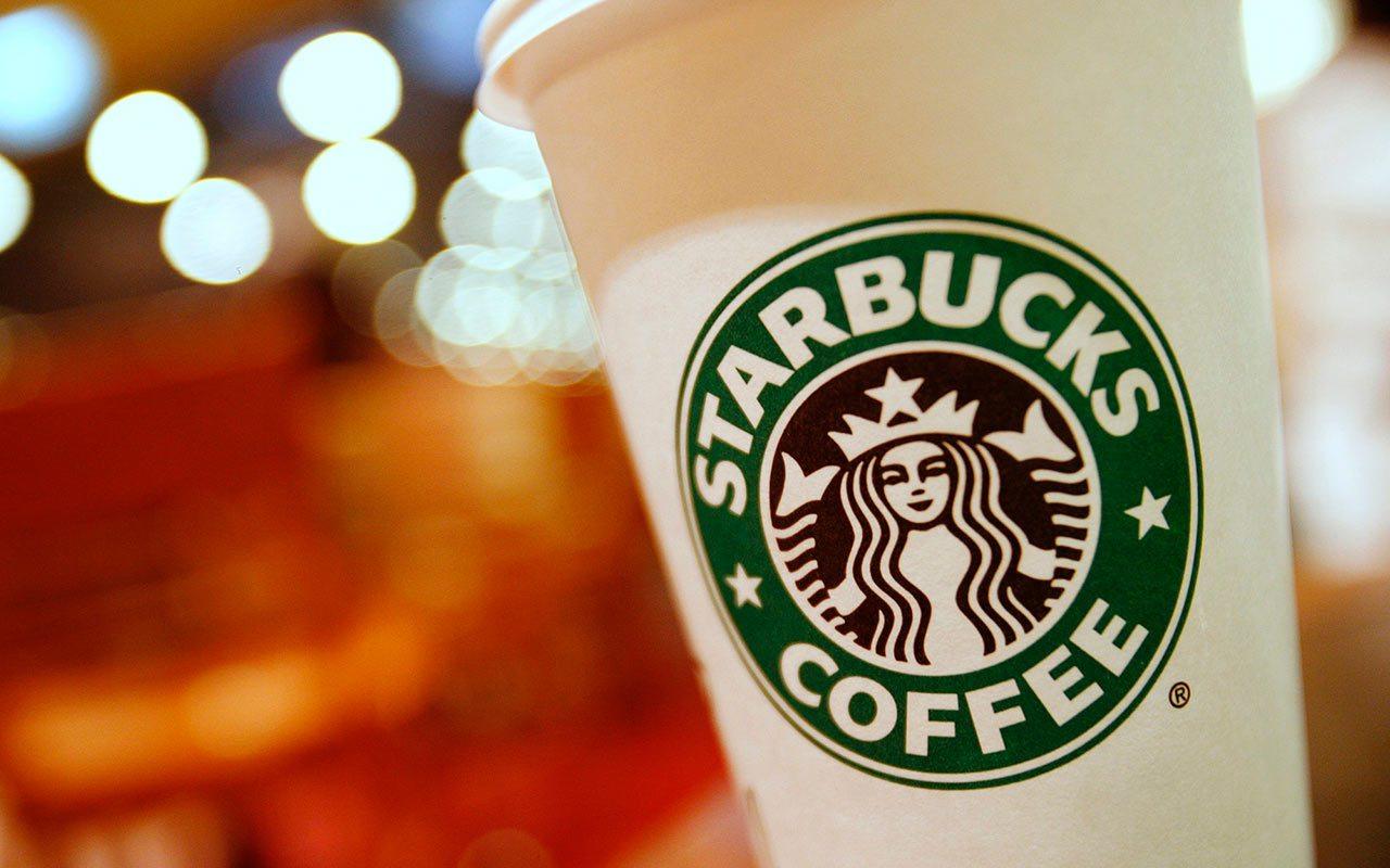 Hallan bacterias fecales en bebidas de Starbucks en Reino Unido